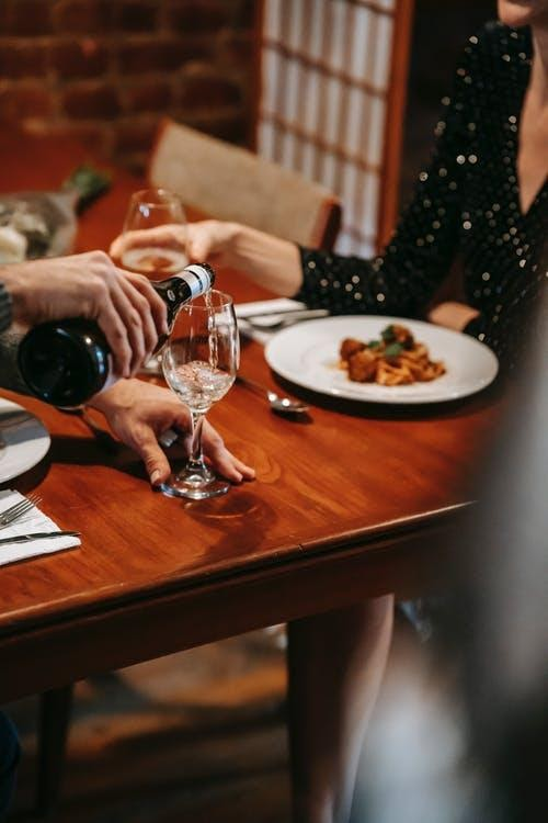 8 must-have items for your next dinner date